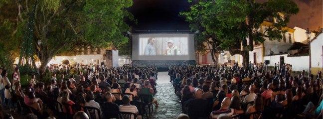 Mostra-de-Cinema-de-Tiradentes-Cinema-ao-Ar-Livre.jpg